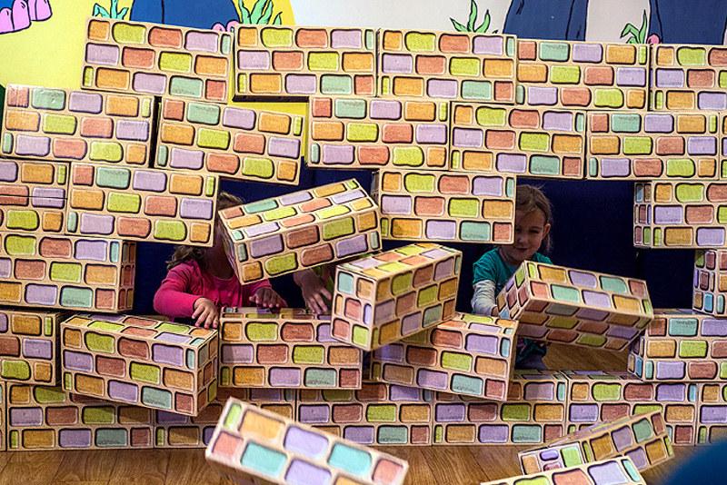 bausteine f r kinder riesenbaukasten geschenktipp f r kinder von 3 8 jahren. Black Bedroom Furniture Sets. Home Design Ideas